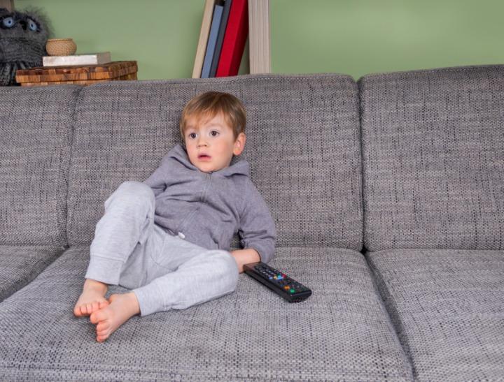 boy watching TV  FI 1