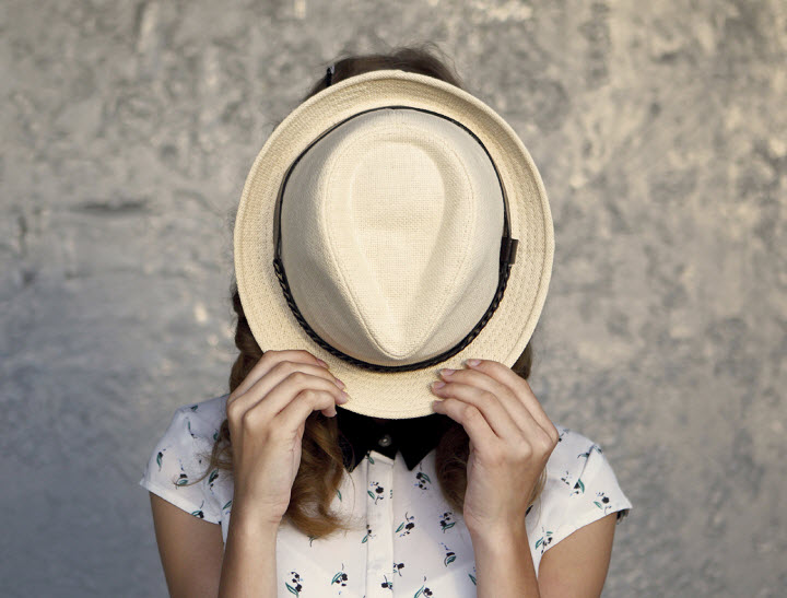 hat in face