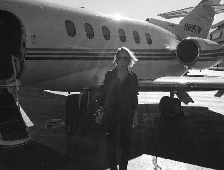 Lara Bingle with plane