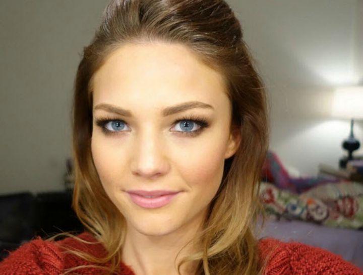 Sam Frost makeup