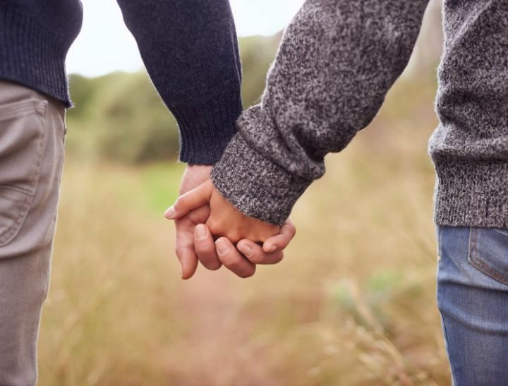 hand-holding1-720x547