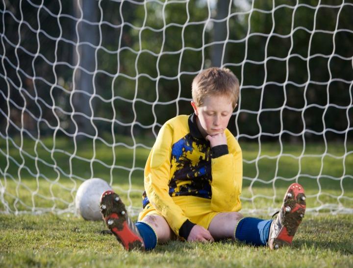 soccer kid sad FI
